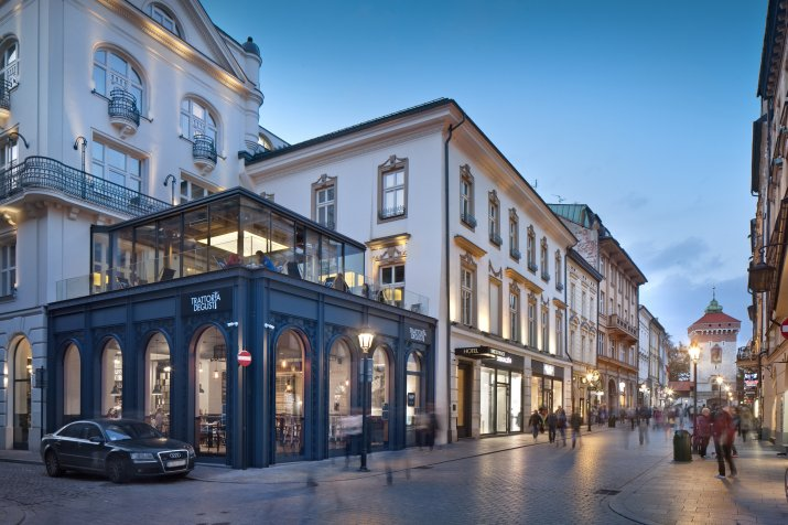 HUP_Fasada_hotelu_2_srednie