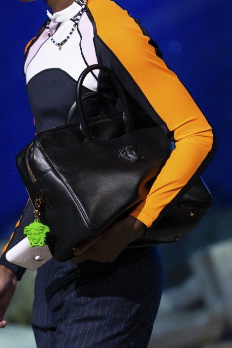 3. Versace PObag S21 003