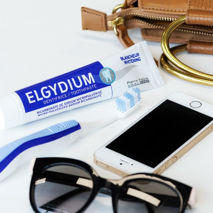 ORAL CARE-elgydium-whitening-handbage-sunglasses-post-ig-2019_49863